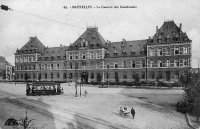 carte postale ancienne de Schaerbeek La Caserne des Carabiniers (place Dailly)